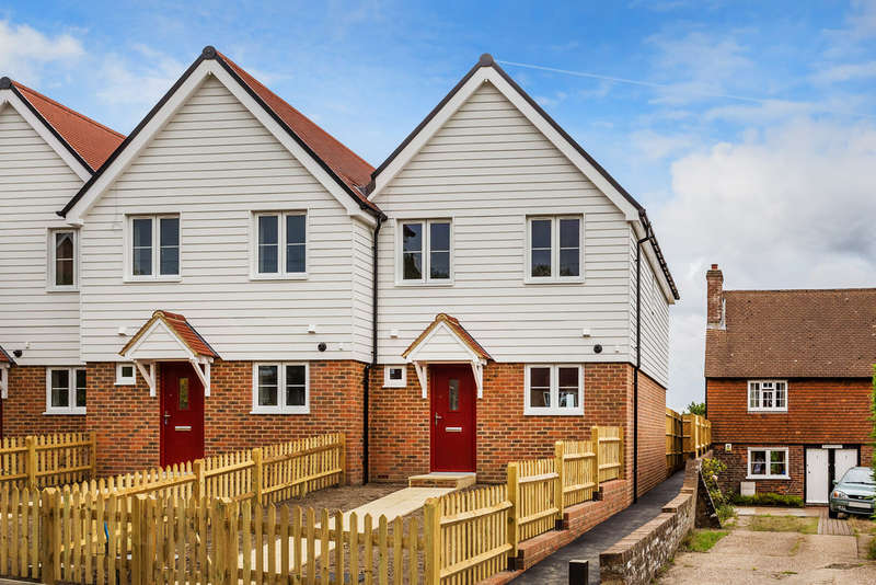 3 Bedrooms Terraced House for sale in The Lions, Wadhurst, TN56ST