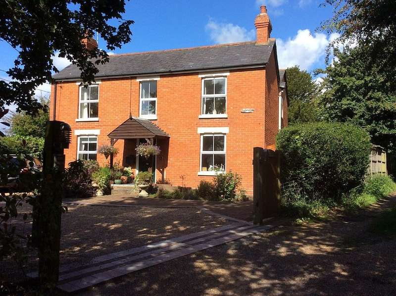 5 Bedrooms Detached House for sale in High View, Smiths Lane, Shirrell Heath, Southampton, Hampshire, SO32 2JP