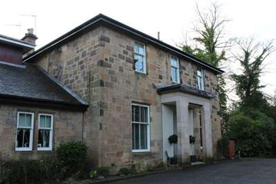 2 Bedrooms Flat for rent in Mansionhouse Road, Shawlands