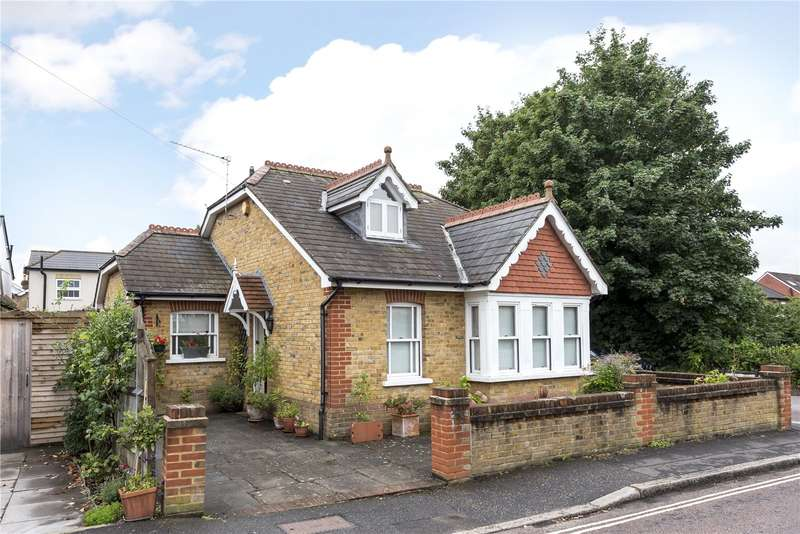 2 Bedrooms Detached House for sale in Edward Road, Hampton Hill, Hampton, TW12