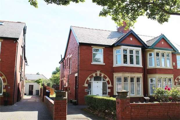 2 Bedrooms Flat for sale in Stonyhill Avenue, Blackpool, Lancashire