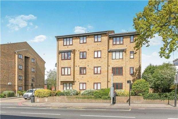 2 Bedrooms Flat for sale in Campbell Close, LONDON, SW16