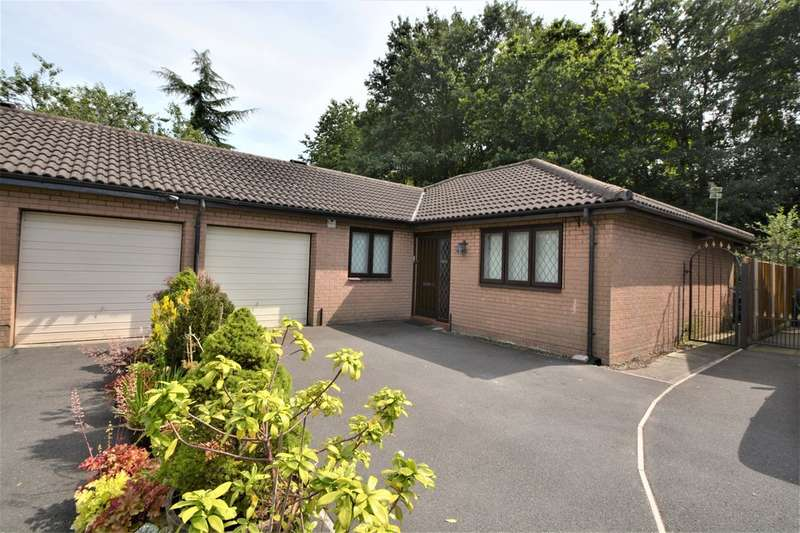3 Bedrooms Semi Detached Bungalow for rent in Barley Road, Thelwall, Warrington