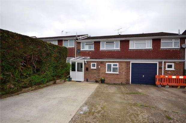 3 Bedrooms Terraced House for sale in Alton Ride, Blackwater, Surrey