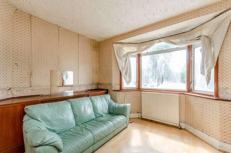 3 Bedrooms Semi Detached House for sale in Lyon Park Avenue, Wembley, HA0