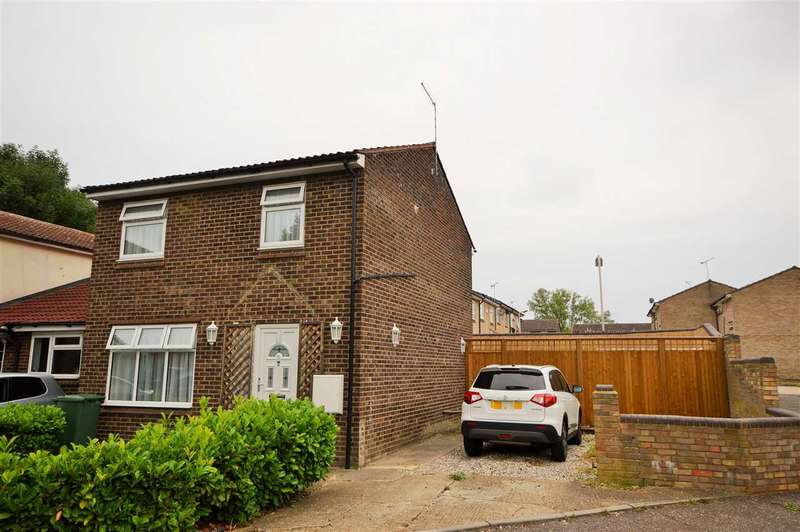 3 Bedrooms Detached House for sale in Wood Hays, Basildon