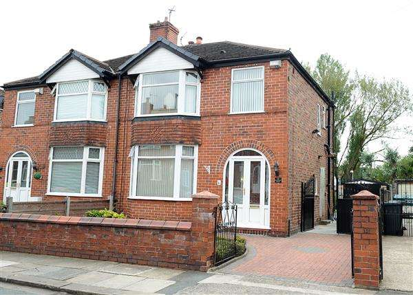 3 Bedrooms Semi Detached House for sale in 15 Boscombe Avenue, Peel Green Eccles M30 7DU