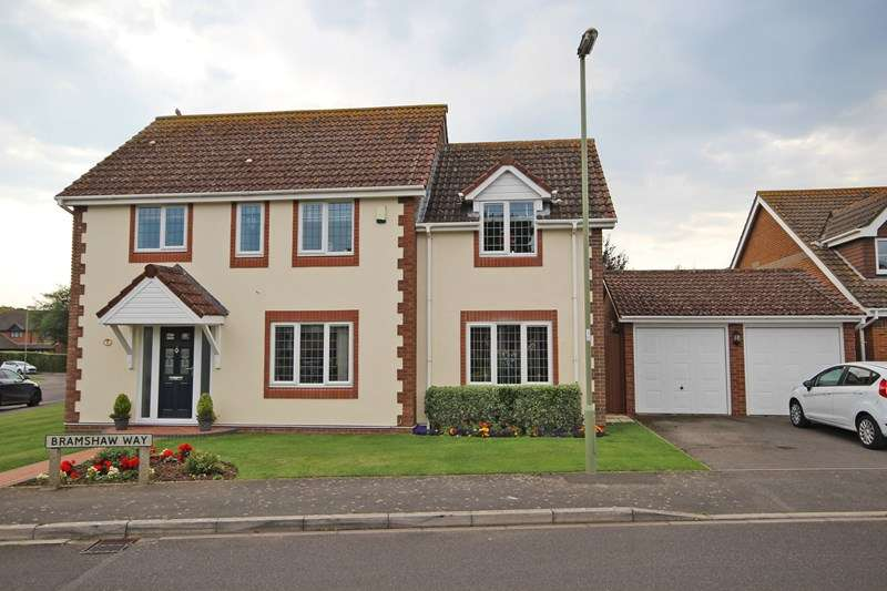 4 Bedrooms Detached House for sale in Bramshaw Way, New Milton