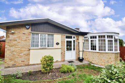 3 Bedrooms Bungalow for sale in Buckwell End, Wellingborough, Northamptonshire
