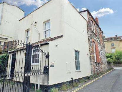 2 Bedrooms Semi Detached House for sale in Hampton Lane, Bristol