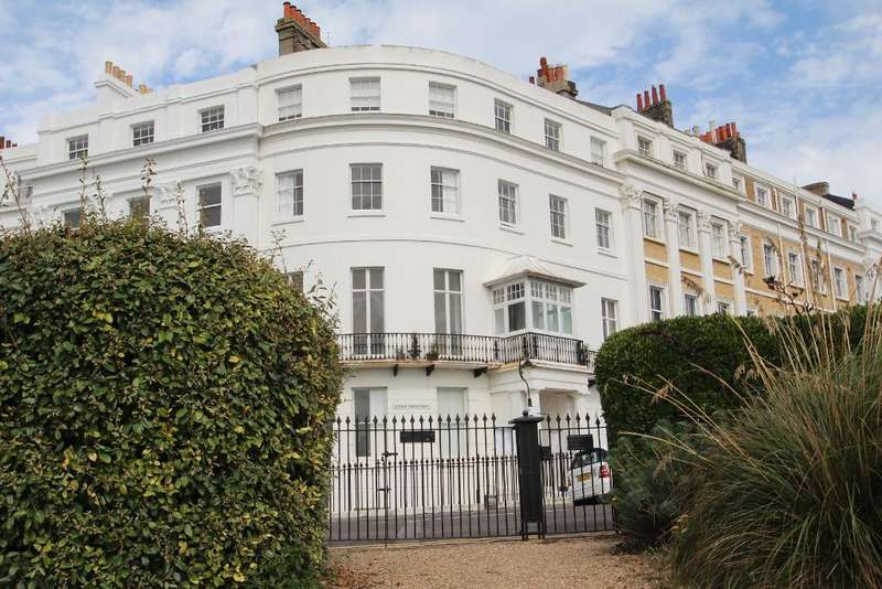 2 Bedrooms Flat for sale in Lewes Crescent, Brighton, East Sussex, BN2 1FH