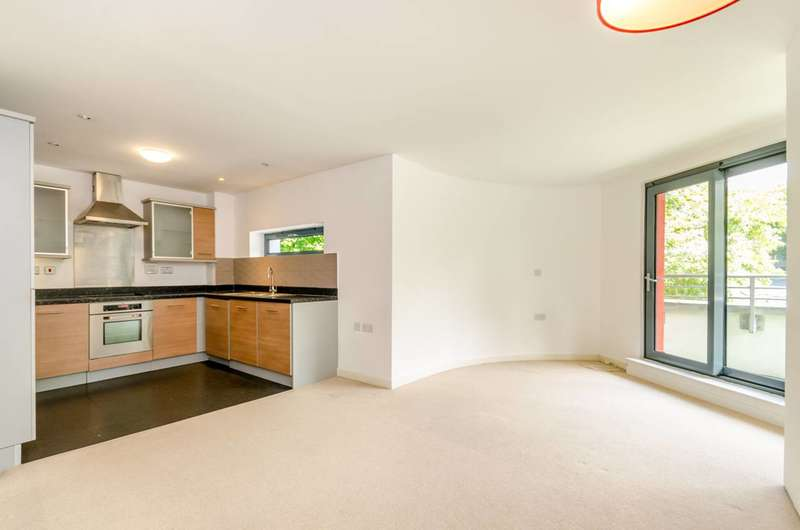 3 Bedrooms Flat for sale in Crown Dale, West Norwood, SE19
