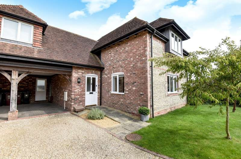3 Bedrooms Semi Detached House for sale in Blakeney Close, Fishbourne, PO19
