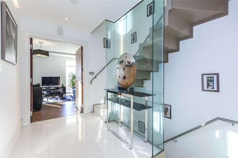 5 Bedrooms Terraced House for sale in Tizzard Grove, London, SE3