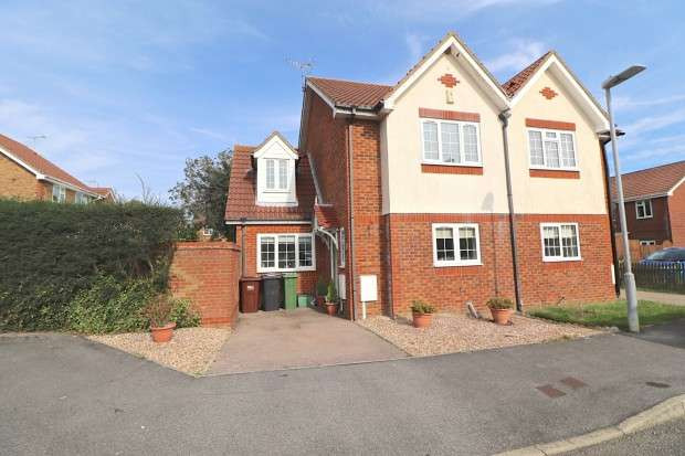 4 Bedrooms Semi Detached House for sale in Piltdown Way, Eastbourne, BN23