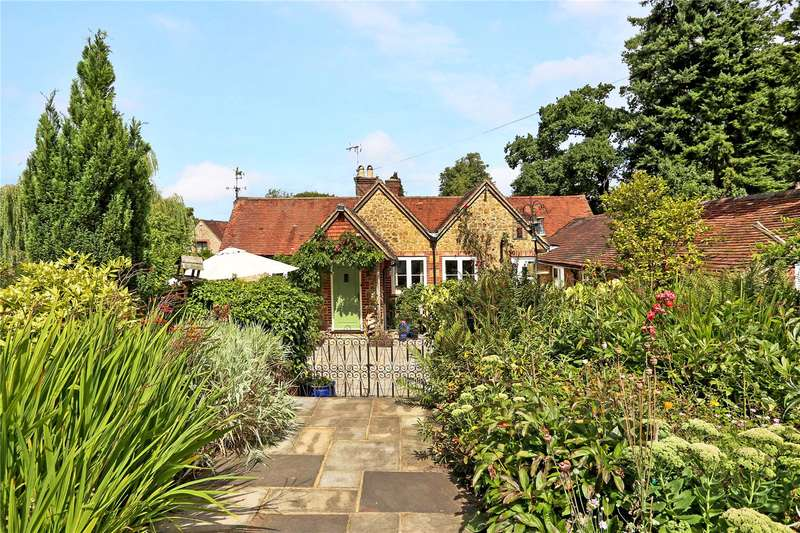 3 Bedrooms Detached House for sale in Churt Road, Churt, Farnham, Surrey, GU10