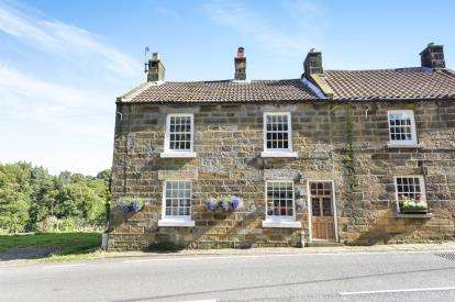 3 Bedrooms End Of Terrace House for sale in Church Street, Castleton, Whitby, North Yorkshire
