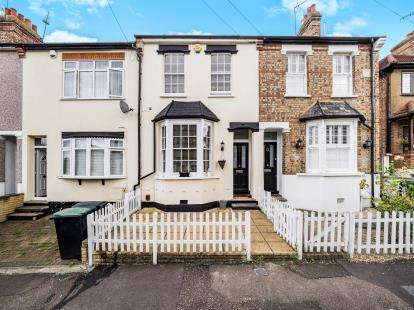 3 Bedrooms House for sale in Woodford Green, Chigwell, Essex