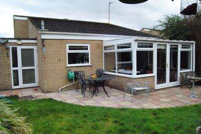 3 Bedrooms Bungalow for sale in Hoveton Close, Kings Lynn, Norfolk
