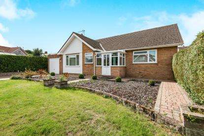 2 Bedrooms Bungalow for sale in Cringleford, Norwich, Norfolk