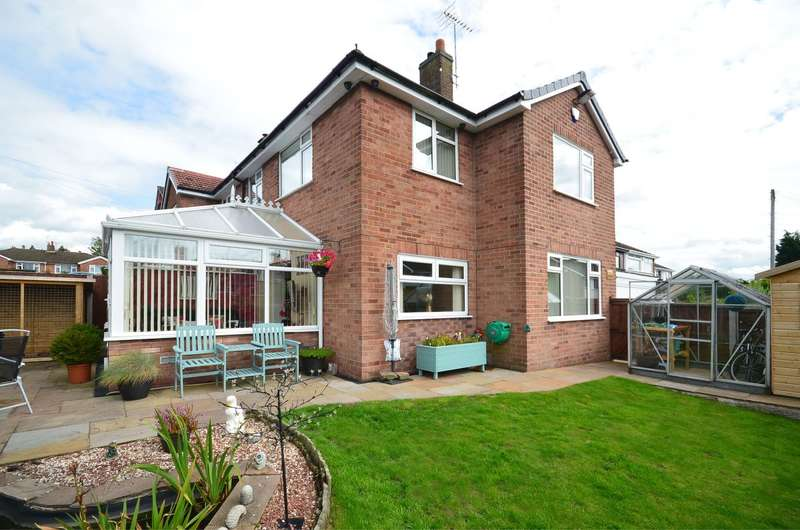 3 Bedrooms Semi Detached House for sale in William Close, Forsbrook, ST11 9AW