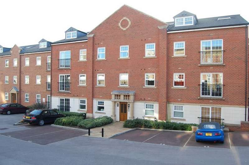 2 Bedrooms Flat for sale in St Christophers Walk, Wakefield