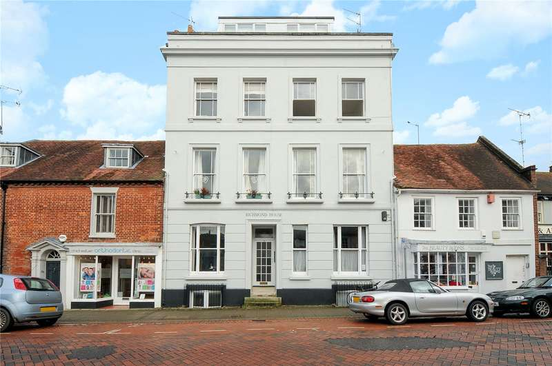2 Bedrooms Flat for sale in Richmond House, 18 Westgate, Chichester, West Sussex, PO19