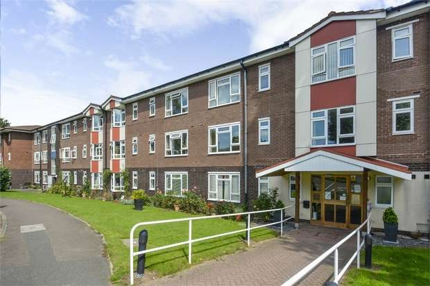 2 Bedrooms Flat for sale in 56 Firs Close, Claygate, Esher, Surrey