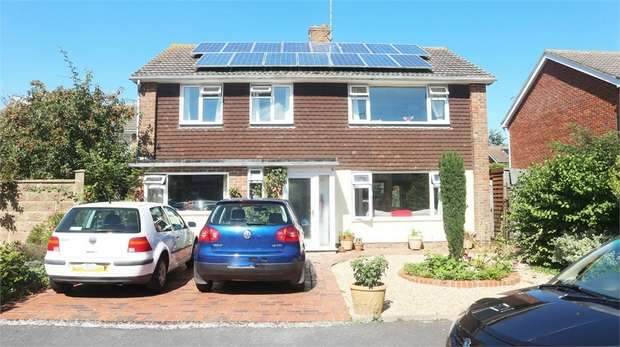 4 Bedrooms Detached House for sale in Chalfont Close, Bognor Regis, West Sussex