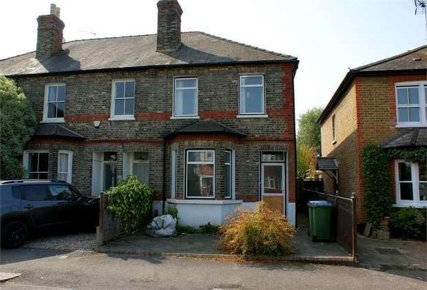 2 Bedrooms End Of Terrace House for sale in Hersham Road, Hersham, WALTON-ON-THAMES, Surrey