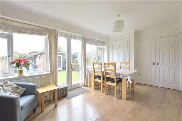 4 Bedrooms Detached Bungalow for sale in Twyning, TEWKESBURY, Gloucestershire, GL20 6DT