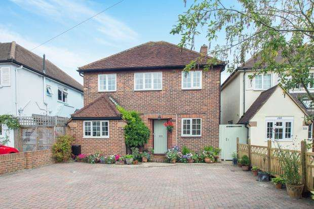 3 Bedrooms Detached House for sale in East Molesey, Surrey, .