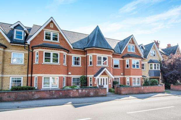 1 Bedroom Flat for sale in York Road, Guildford, Surrey