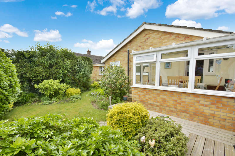 3 Bedrooms Detached Bungalow for sale in Pound Close, Harleston