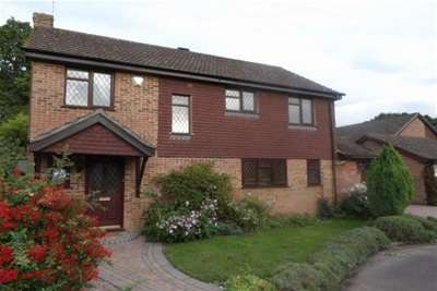 4 Bedrooms House for rent in Bow Field