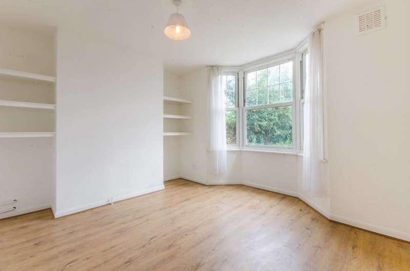 3 Bedrooms Flat for sale in Atlas Gardens, Charlton, SE7