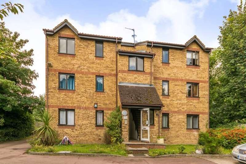 2 Bedrooms Flat for sale in Cornmow Drive, London, London, NW10