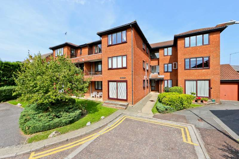3 Bedrooms Flat for sale in Embassy Court, Regency Drive, Ruislip
