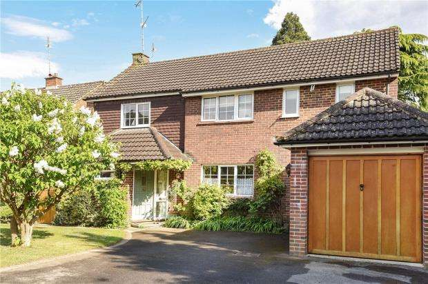 4 Bedrooms Detached House for sale in Hartford Road, Hartley Wintney, Hook