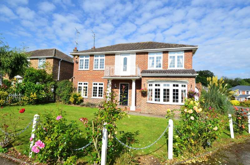 4 Bedrooms Detached House for sale in The Orchard, Flackwell Heath, HP10
