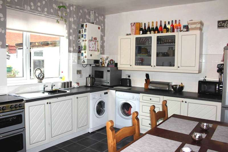 2 Bedrooms Terraced House for sale in Shipton Street, Heaton