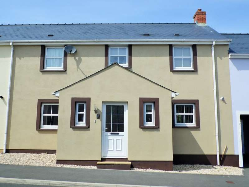 3 Bedrooms Terraced House for sale in Hall Court, Haverfordwest, Pembrokeshire, SA62