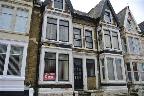 7 Bedrooms Flat for sale in Holmfield Road, Blackpool
