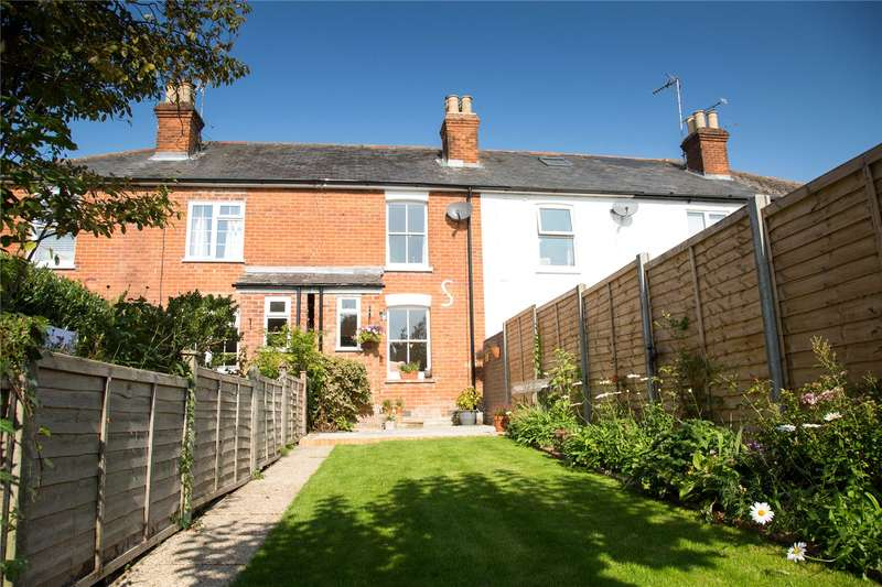 2 Bedrooms Terraced House for sale in Clarence Road, Fleet, Hampshire, GU51