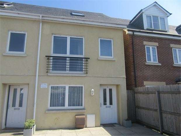 3 Bedrooms End Of Terrace House for sale in Tudor Close, Newton Abbot, Devon. TQ12 1FX