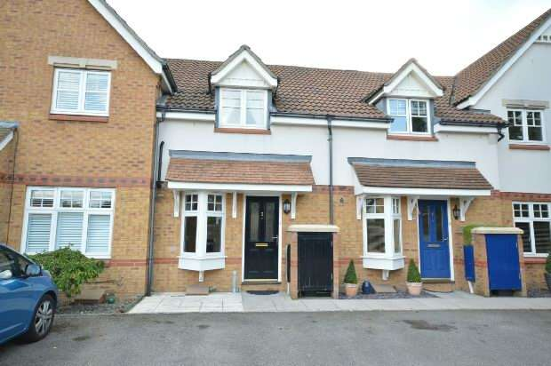 2 Bedrooms Terraced House for sale in Woodall Close, Chessington