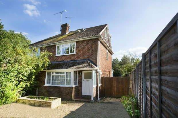 3 Bedrooms Semi Detached House for sale in Dene Close, Earley, Reading