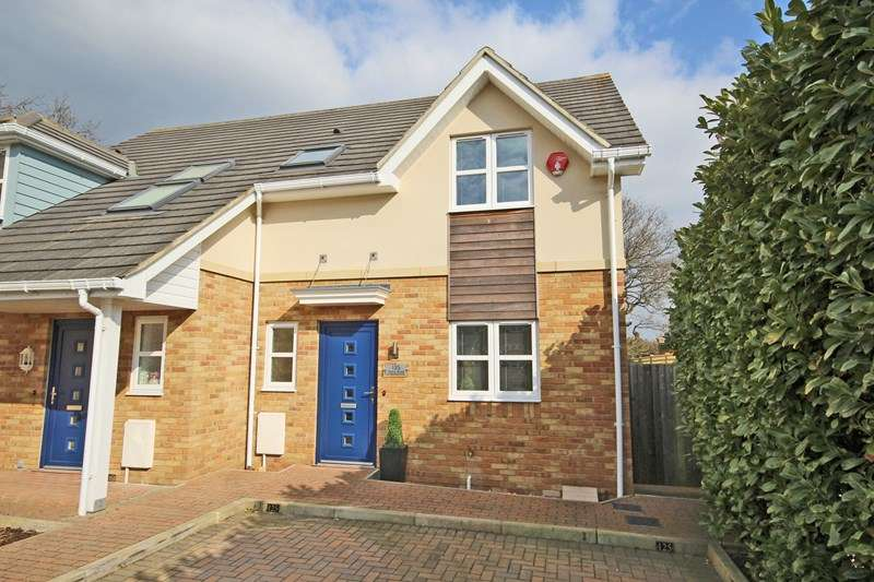3 Bedrooms Semi Detached House for sale in Station Road, New Milton