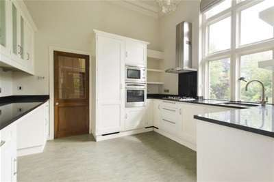 3 Bedrooms Flat for rent in Newcastle Court, The Park