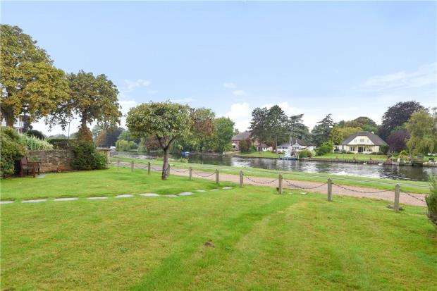 2 Bedrooms Apartment Flat for sale in Wythegate, Riverside Road, Staines-upon-Thames